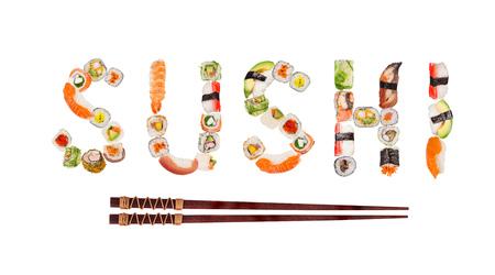 tradicionales piezas de sushi tradicionales que hacen puesto