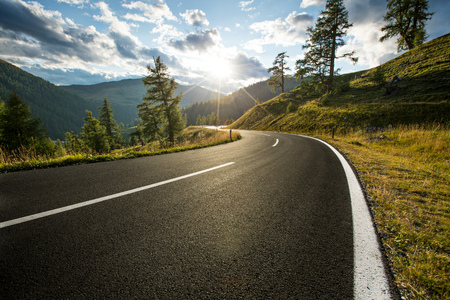 Asphalt road in Austria, Alps in a summer day. Standard-Bild - 99219175