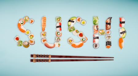 Traditionelle japanische Sushi Stücke machen Inschrift Standard-Bild - 99293744
