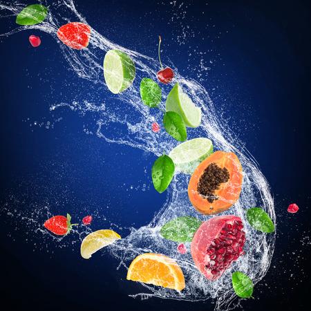 Citruses with water splash on dark background 版權商用圖片