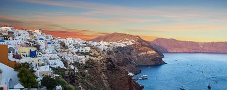 The famous sunrise at Santorini in Oia village 版權商用圖片