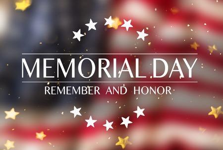 Bandera estadounidense con el texto Memorial Day. Foto de archivo - 102435812