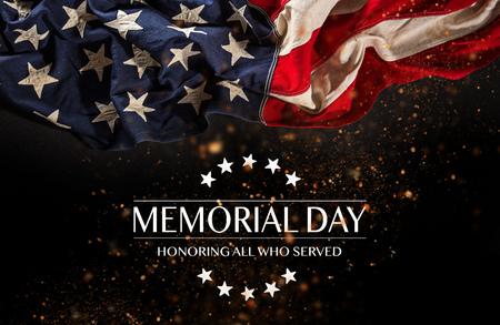 Bandera estadounidense con el texto Memorial Day. Foto de archivo - 102435819