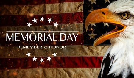 Bandera estadounidense con el texto Memorial Day. Foto de archivo - 102435785