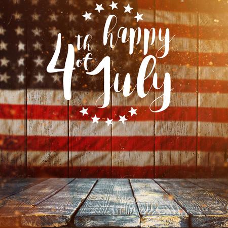 Inscription Joyeux 4 juillet avec le drapeau des Etats-Unis.