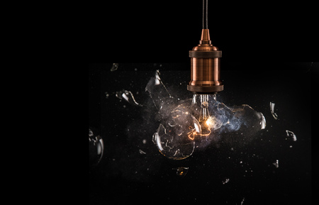 Real explosion of vintage electric bulb. 스톡 콘텐츠