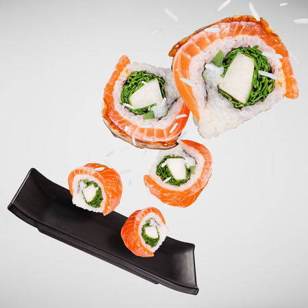 Pieces of delicious japanese sushi frozen in the air. Standard-Bild - 108989532