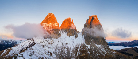 Beautiful autumn landscape in the Dolomites mountains. Banco de Imagens - 112394375