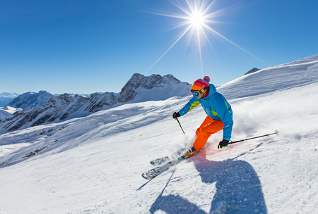 Skier skiing downhill in high mountains Imagens - 116469330