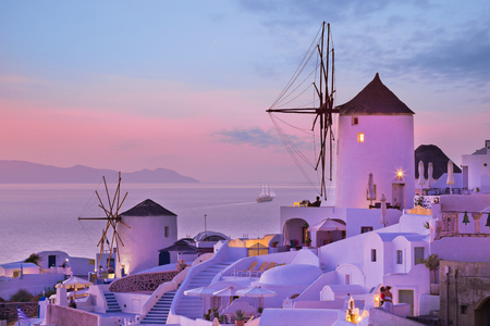 The famous sunset at Santorini in Oia village Zdjęcie Seryjne
