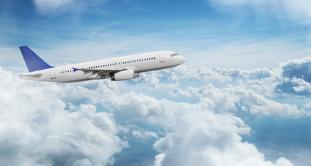 Commercial airplane jetliner flying above dramatic clouds. Banco de Imagens