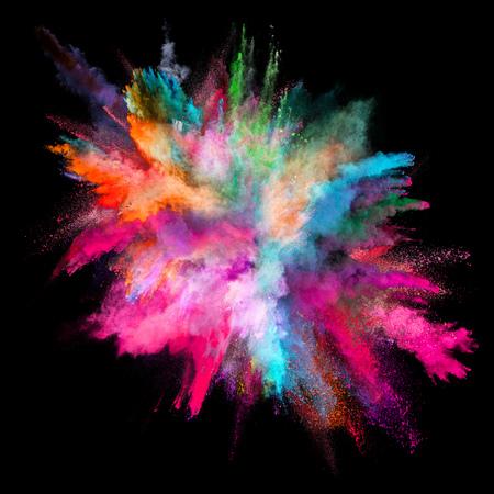 Gekleurde poederexplosie op zwarte achtergrond.