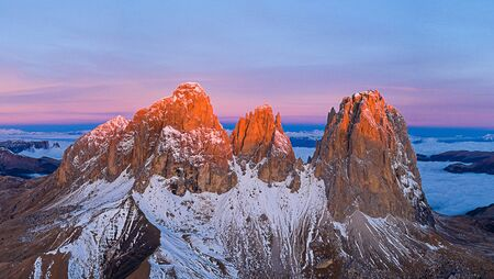 Beautiful autumn landscape in the Dolomites mountains. 免版税图像