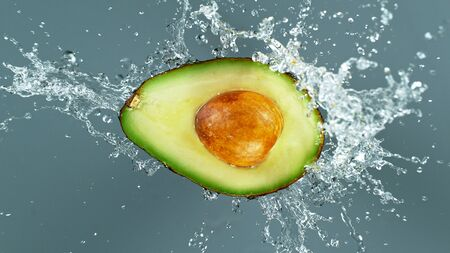 Freeze motion of sliced avocado with splashing water isolated on white background Standard-Bild - 145914373