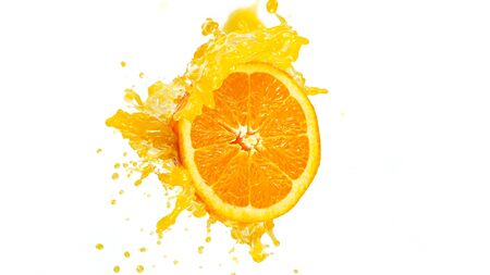 Freeze motion of sliced orange with splashing juice isolated on white background Standard-Bild - 145914347