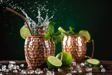 Famous Moscow mule alcoholic cocktail in copper mugs Standard-Bild