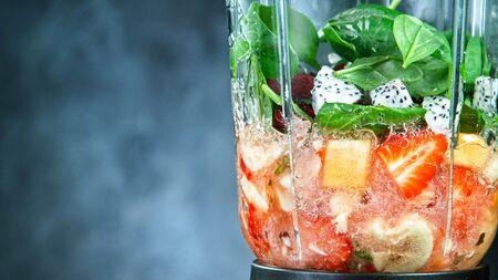 Fresh smoothie blended in blender, back view Zdjęcie Seryjne