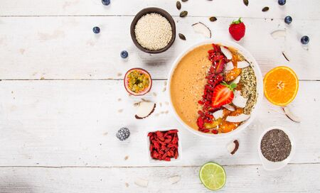 Smoothie bowl with fresh berries, nuts, seeds, fruit and vegetables. Standard-Bild
