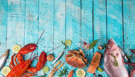 Fresh tasty seafood served on old wooden table. Zdjęcie Seryjne