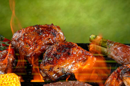 Delicious grilled chicken legs on a barbecue grill Archivio Fotografico