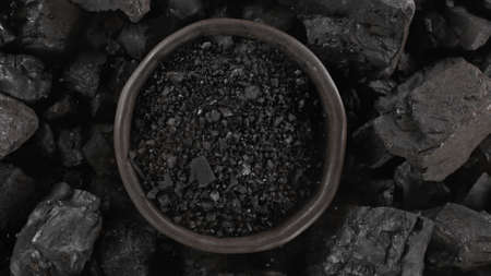 Black charcoal texture background, close-up. Standard-Bild
