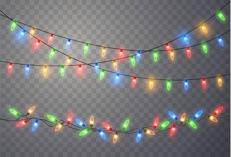 Luces de Navidad aisladas sobre fondo transparente. Guirnalda de Navidad brillante colorido. Vector bombillas de luz de resplandor rojo, amarillo, azul y verde en hilos de alambre. Plantilla de vector Ilustración de vector