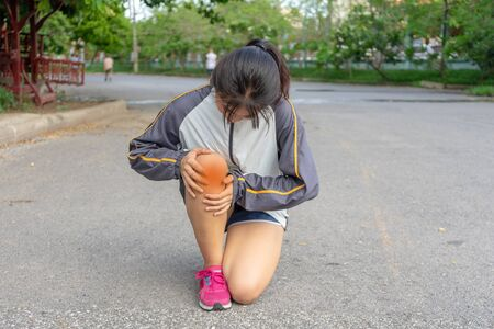 woman being Injuries to the leg muscles which are dangerous to the athlete from exercise that creates pain after outdoor sports without training that can cause both young and adults.