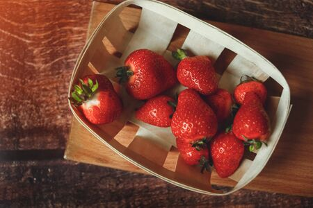 Red fresh strawberries in eco basket, Strawberry fruits on wooden table, toned 版權商用圖片 - 134888539