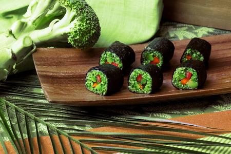 rauw voedsel rollen boekweit, broccoli, komkommer en peper Stockfoto