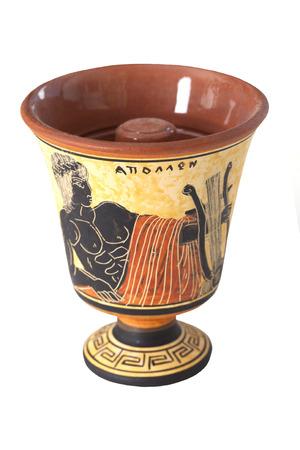 Pythagoras beker met een beeld van Apollo op een witte achtergrond