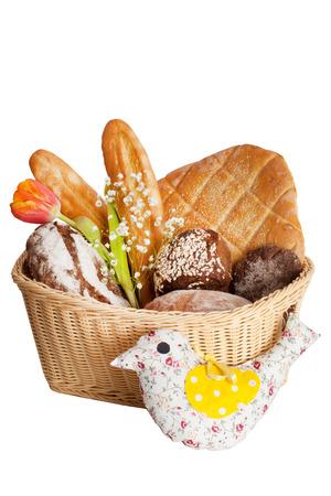 mand met een stokbrood en een broodje in de stijl van de Provence tulpen op een witte achtergrond