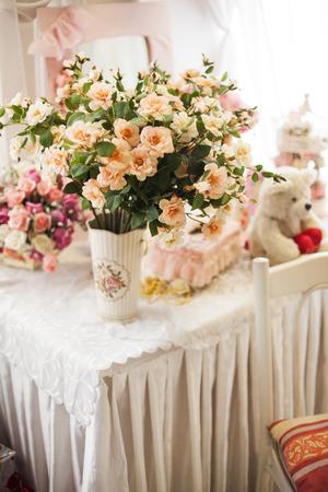 boeket bloemen in pastel Doorn in het stilleven in de romantische retro-stijl