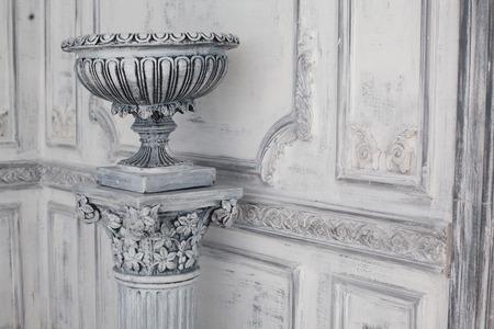 Luxe stenen vaas in de inter van de barok