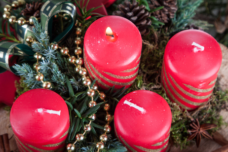 Christmas red candles on an advent wreath 版權商用圖片