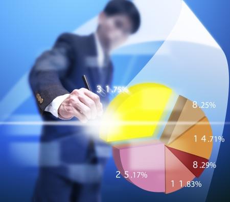 Geschäftsmann holen ein Teil der virtuellen Graphen. Standard-Bild