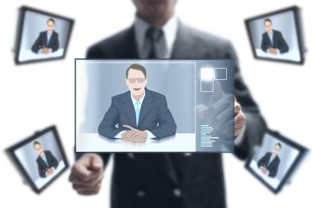 network marketing: hombre de negocios en l�nea a su asociaci�n en la videoconferencia. Foto de archivo