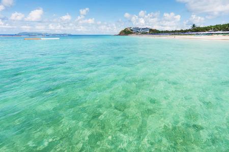 clear water: clear water and nice sky at Samae Beach on Kohlan, Pattaya, Thailand.