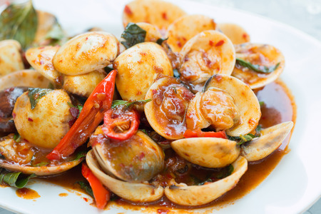 Fried chili paste with clam and basil.
