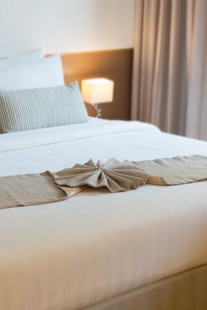 Einfaches komfortables Schlafzimmer in Thailand.