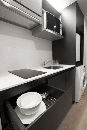 Kitchen utensils are available in the apartment. Lizenzfreie Bilder