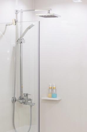 Vollchrom Duschkopf im modernen Bad.