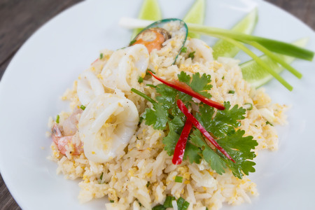 Meeresfrüchte gebratener Reis, einfach und leckeres thailändisches Essen. Lizenzfreie Bilder