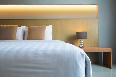 bequemes Bett mit Kopfteil, Thailand. Standard-Bild