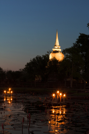 Jedi or Chedi and lamps in reservoir of lotus. Lizenzfreie Bilder
