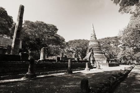 Der alte Tempel in historischem Park Si Satchanalai, Sukhothai-Provinz, Thailand.