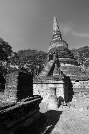 Das alte chedi in historischem Park Si Satchanalai, Sukhothai-Provinz, Thailand.