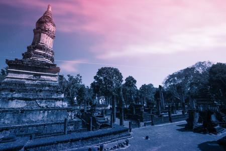 Die fantastische digitale Kunst von altem Chedi in historischem Park Si Satchanalai, Sukhothai-Provinz, Thailand.