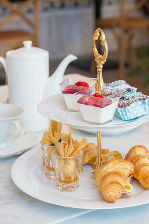A two-tier tea stand of savoury treats and sweets. Archivio Fotografico