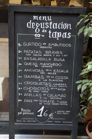 tapas espa�olas: Men� de Tapas espa�olas en Barcelona, Espa�a Foto de archivo