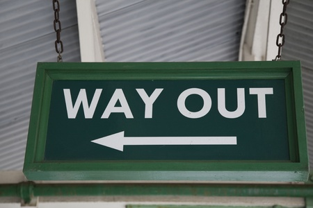 ausweg: Green Way Out Sign at Railway Station
